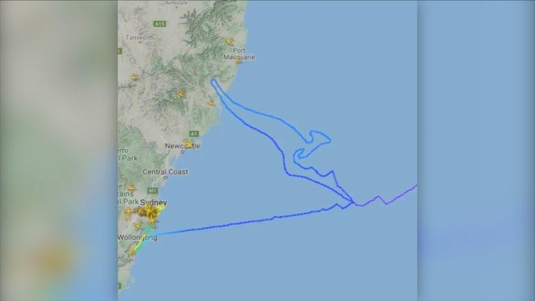 """رحلة بوينغ 747 الأخيرة لخطوط """"كانتاس"""" ترسم الكنغر الأيقوني في السماء"""