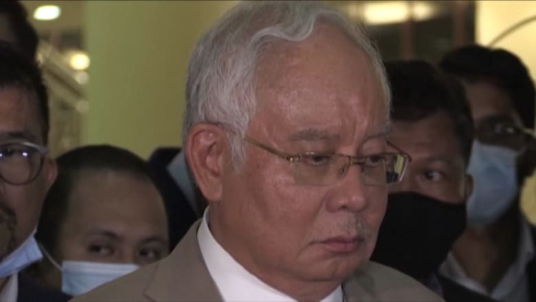 حكم بسجن رئيس وزراء ماليزيا السابق نجيب عبدالرزاق 12 عاما وتغريمه 49.5 مليون دولار