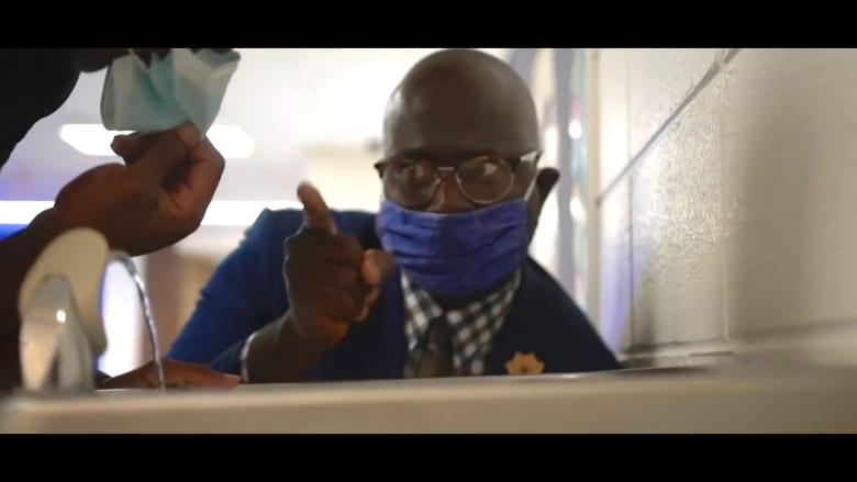 مدير مدرسة يحاكي أغنية U Can't Touch This لتذكير طلابه بتوجيهات فيروس كورونا
