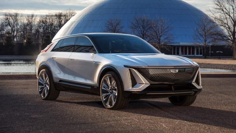 كأنها من المستقبل.. شاهد أول سيارة كهربائية بالكامل من كاديلاك