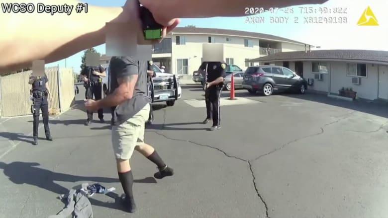 بعدما صعقه زميله دون قصد.. شرطي أمريكي يصيب أحد الأشخاص بطلق ناري