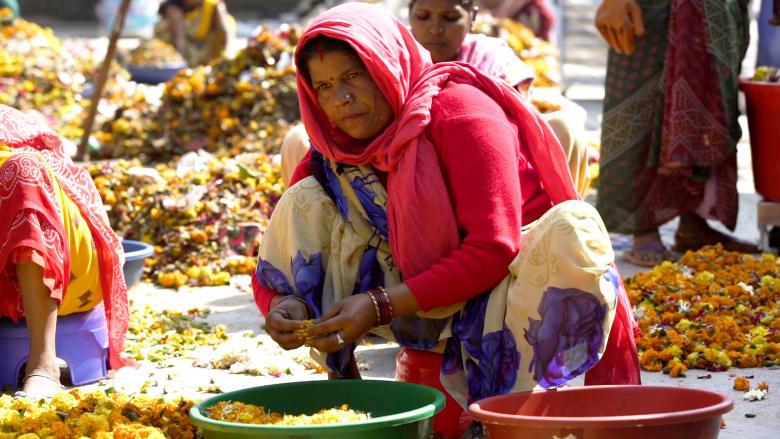 كيف يمكن لإعادة تدوير الزهور أن يُنقذ نهر الغانج؟