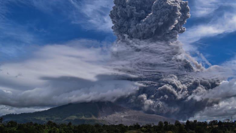 ثوران جبل سينابونغ في سومطرى يقذف الرماد إلى ارتفاع 5 كيلومترات