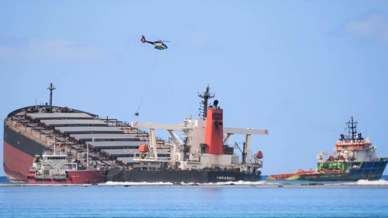 موريشيوس تكافح لاحتواء تسريب ألف طن من النفط قبالة سواحلها إثر انشطار سفينة شحن