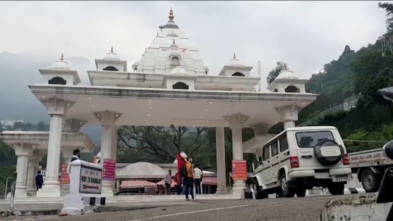 بعد إغلاق دام 5 أشهر بسبب كورونا.. افتتاح معبد فايشنو ديفي بالهند