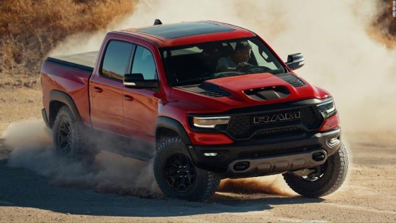 """أسرع شاحنة """"بيك أب"""" على الإطلاق.. هذه سيارة فيات كرايزلر الجديدة"""