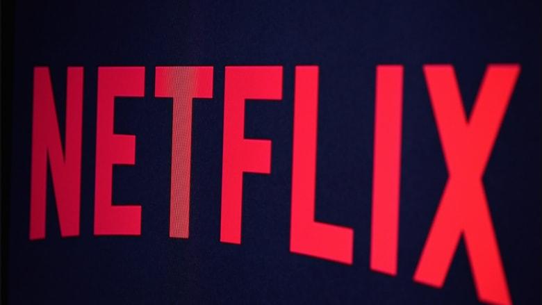 """Netflix تعتذر عن """"إضفاء طابع جنسي"""" لفيلم من بطولة فتيات بعمر 11 عاما"""