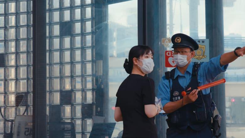 منظم بشكل لا يصدق.. جولة داخل مركز المفقودات الضخم في طوكيو