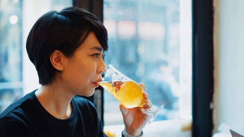 هذه الطبيبة تدمج الطب التقليدي مع صناعة البيرة في كوريا الجنوبية
