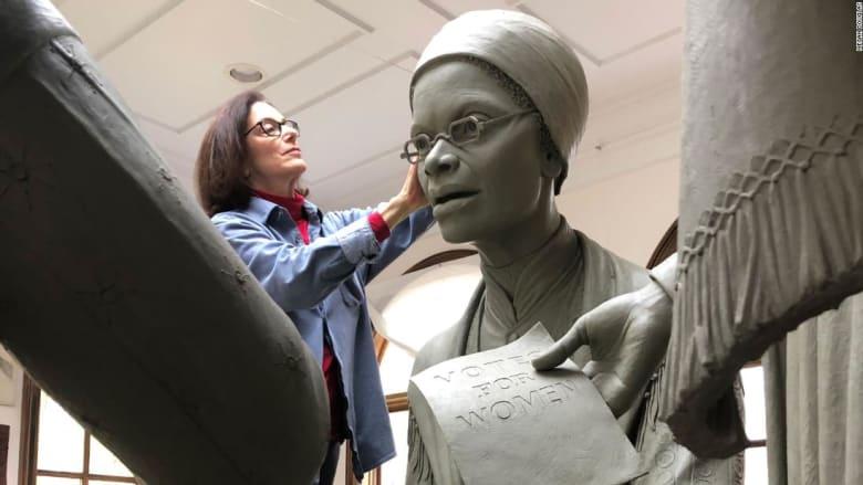 """لأول مرة..""""سنترال بارك"""" ترفع الستار عن نصب تذكاري لرائدات حقوق المرأة"""