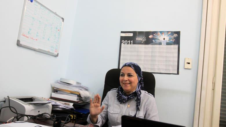 صورة أرشيفية للناشطة إسراء عبدالفتاح في مكتبها العام 2011