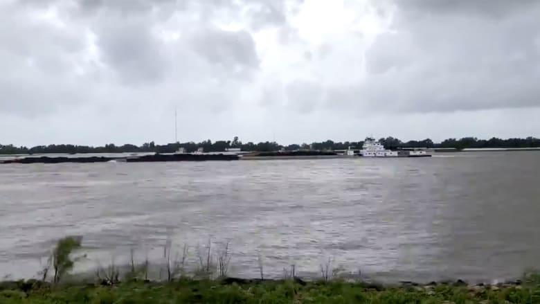 شاهد.. قوة إعصار لورا تدفع نهر مسيسيبي بالاتجاه المعاكس