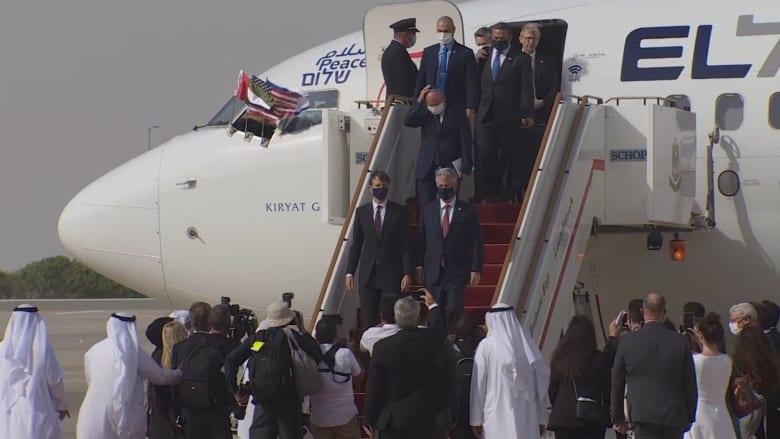 لحظة وصول الوفدين الأمريكي والإسرائيلي إلى أبوظبي على متن أول رحلة تجارية إسرائيلية إلى الإمارات
