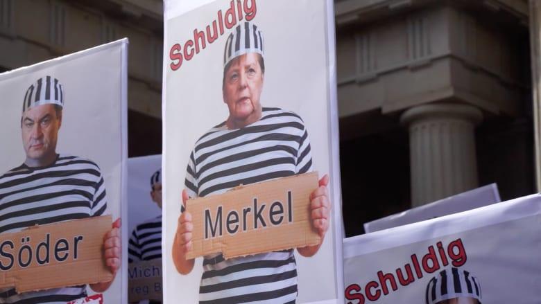 مظاهرات بأعلام الرايخ وروسيا وهتافات لترامب في ألمانيا تطالب بحبس ميركل