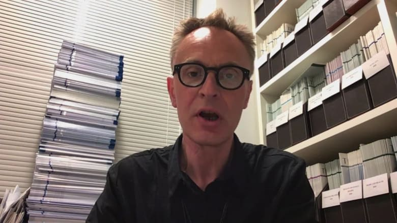 خبير يوضح لـCNN.. هل أصبح اللقاح الروسي جاهزا للحماية من فيروس كورونا؟