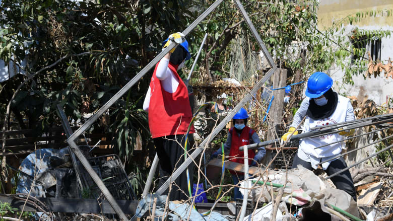 """فريق البحث التشيلي في بيروت: """"لا أحد على قيد الحياة"""" تحت أنقاض مبنى مار مخايل"""