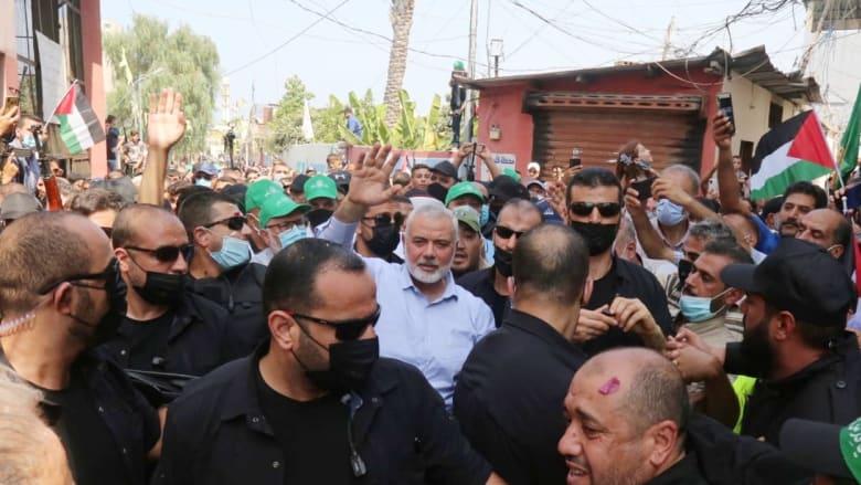 إسماعيل هنية خلال زيارته مخيم عين الحلوة للاجئين الفلسطينيين في لبنان