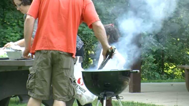 شاهد.. هكذا تحافظ على صحتك أثناء الطهي في الخارج خلال العطلات