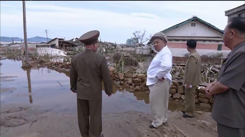كيم جونغ أون يتفقد مواقع تضررت جراء إعصار.. ويقيل مسؤولاً