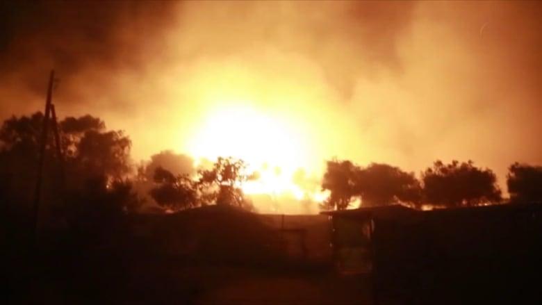 إخلاء أكبر مخيّم للاجئين في اليونان جزئياً إثر اندلاع حريق