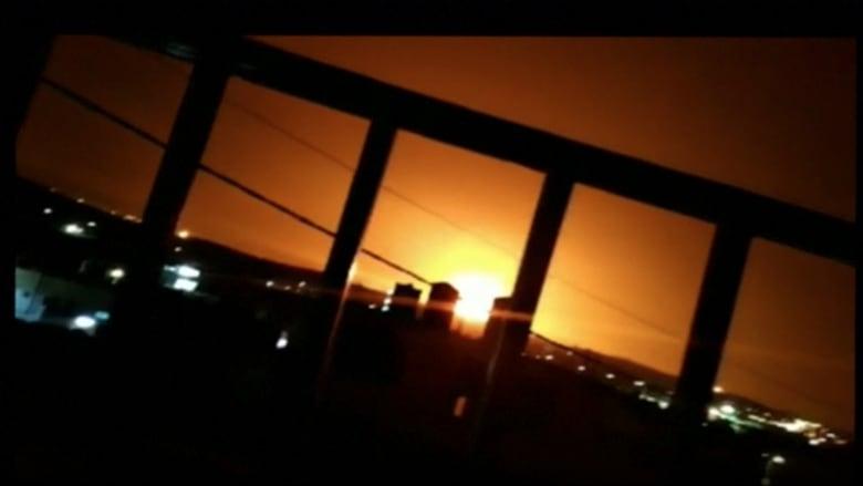 شاهد.. لحظة انفجار مستودع ذخيرة في الأردن