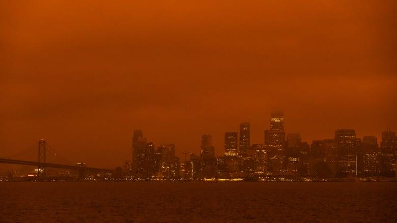 خبراء الصحة: سوء جودة الهواء الناجم عن حرائق كاليفورنيا قد يؤدي إلى زيادة عدد حالات الإصابة بفيروس كورونا
