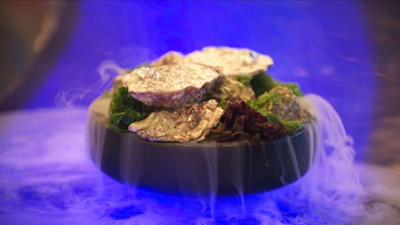 """بأساليب مبتكرة وقصص مختلفة.. مطعم بدبي يجعلك """"تقبل"""" شفاه البحر بهذا الطبق"""