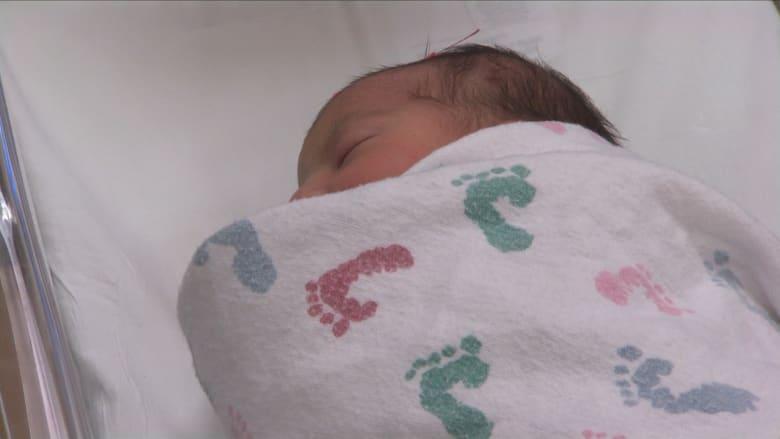 هل الولادة في فصل الخريف تجعل الأطفال أكثر حساسية لبعض الأمراض الجلدية؟