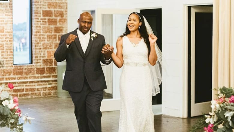 نجمة كرة سلة تتزوج رجلاً ساعدت في تبرئته وإخراجه من السجن
