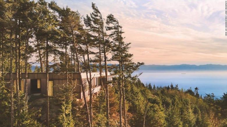 فوق المياه وبين الجبال.. إليك 7 منازل تمتزج مع الطبيعة بشكل مثالي وساحر