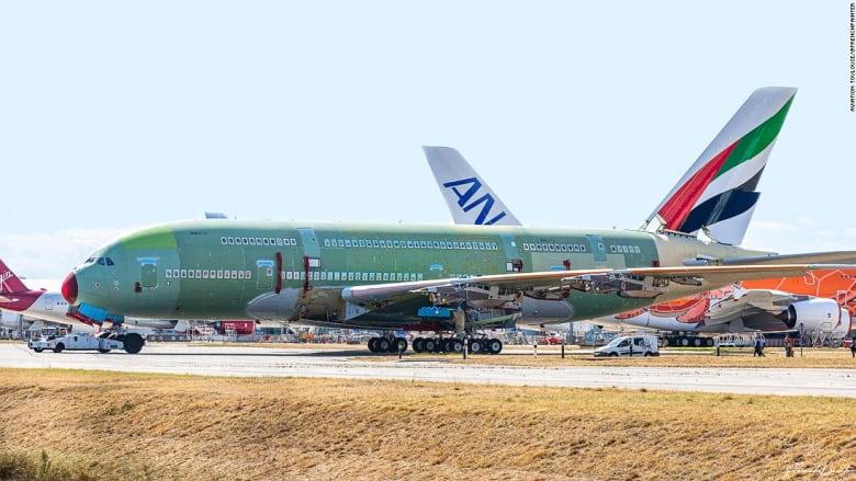 تجميع آخر طائرة عملاقة من طراز إيرباص A380 في فرنسا.. هل انتهى عصرها؟