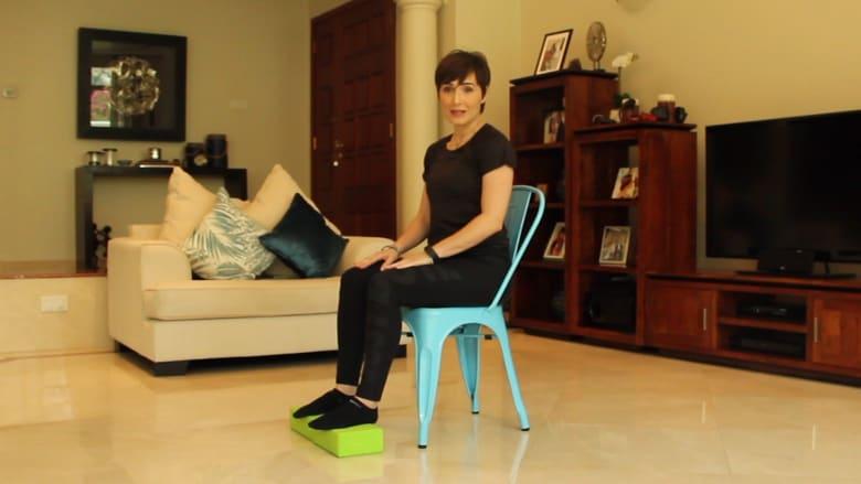 تجلس على الكرسي لساعات طويلة؟ احرص على القيام بهذين التمرينين