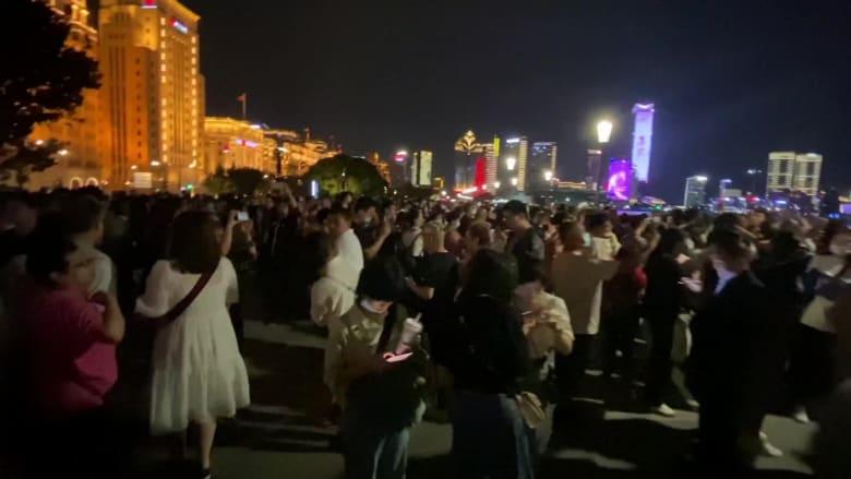 الملايين في الصين يسافرون مجددًا وهكذا يبدو المشهد