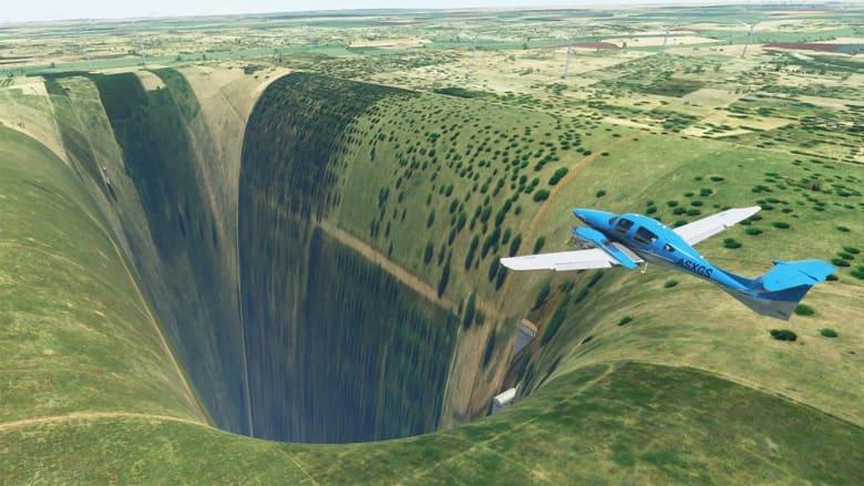"""هوة مخيفة وضخمة تظهر في برنامج محاكاة الطيران لـ""""مايكروسوفت"""".. وما يوجد داخلها أغرب"""