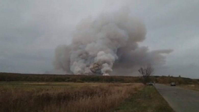 حريق ضخم في مستودع ذخيرة بغرب روسيا.. شاهد ما حدث
