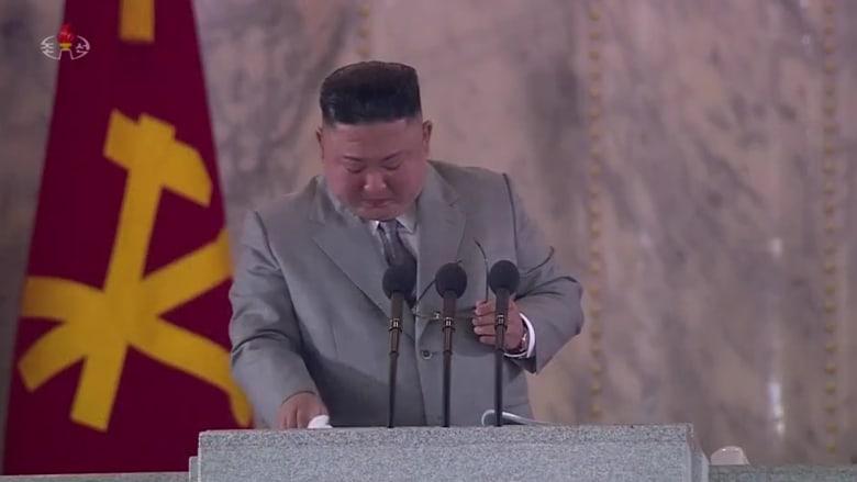 """بعد تأثره بجهود بلاده بمواجهة كورونا.. كيم جونغ أون يكشف عن """"أكبر صاروخ باليستي"""" في العالم"""