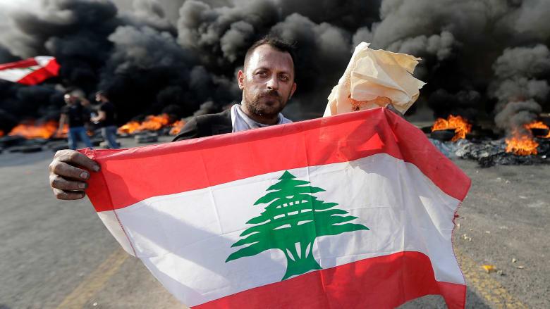 """عام على """"17 تشرين"""".. انهيار مالي يعصف بلبنان وخبراء اقتصاديون يحذرون من الأسوأ"""
