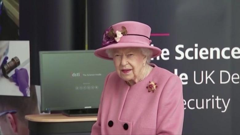 في ظهورها الأول منذ الوباء.. الملكة إليزابيث تخرج من دون كمامة