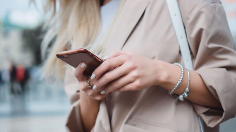 بظل جائحة فيروس كورونا أو بدونها.. كيف يمكنك تنظيف هاتفك الذكي؟