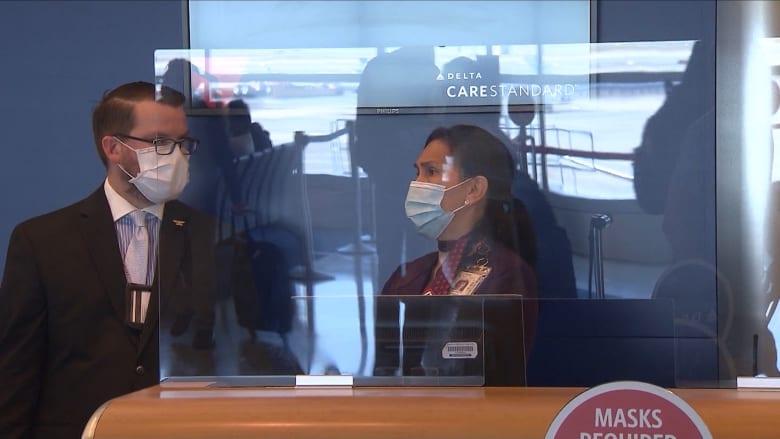 الحواجز الزجاجية ودروع الوجه البلاستيكية قد لا تحميك من فيروس كورونا