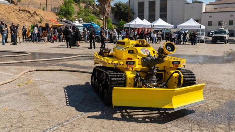 هذا الروبوت يمكنه إخماد الحرائق.. هل يستبدل رجال الإطفاء؟