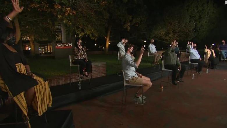مراسل CNN يسأل أمريكيين بعد المناظرة: لمن ستصوتون؟.. شاهد كيف ردوا