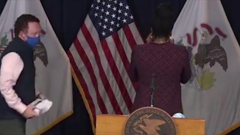 شاهد.. لحظة بكاء مسؤولة صحية أمريكية عند حديثها عن وضع كورونا