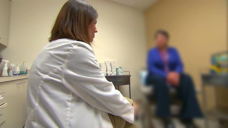 تؤثر على جميع أعضاء الجسم.. ما الذي يسبب مرض الغدة الدرقية؟