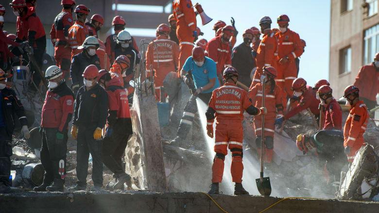 طواقم الإنقاذ التركية