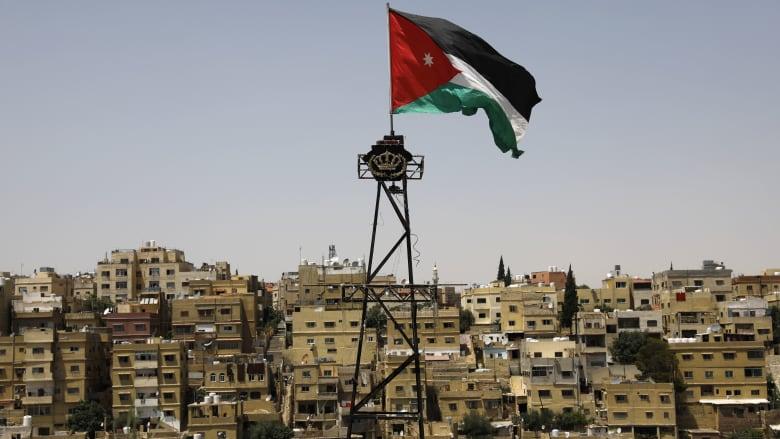 """اشتهر بـ""""اقعدي يا هند"""".. وفاة البرلماني الأردني يحيى السعود بحادث سير على طريق"""" الموت"""""""