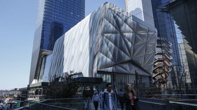 يمكن لمركز الفنون هذا أن يتحرك ذهابًا وإيابًا على عجلات.. هل هذا هو مستقبل العمارة؟