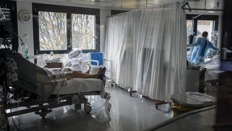 المستشفيات تكافح في سويسرا.. حيث تشهد البلاد واحدة من أكبر الزيادات في عدد حالات الإصابة بفيروس كورونا في أوروبا