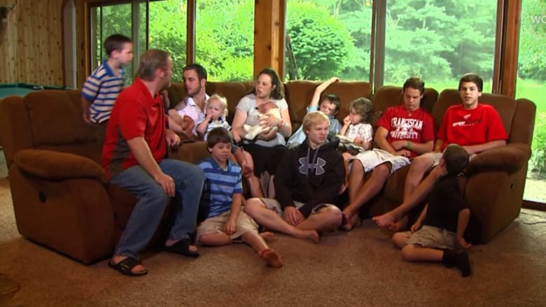 شاهد فرحة زوجين بميلاد طفلتهما الأول.. بعد 14 ولدا