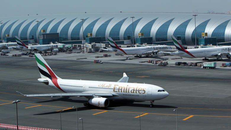 صورة ارشيفية لطائرة تابعة لطيران الإمارات في مطار دبي